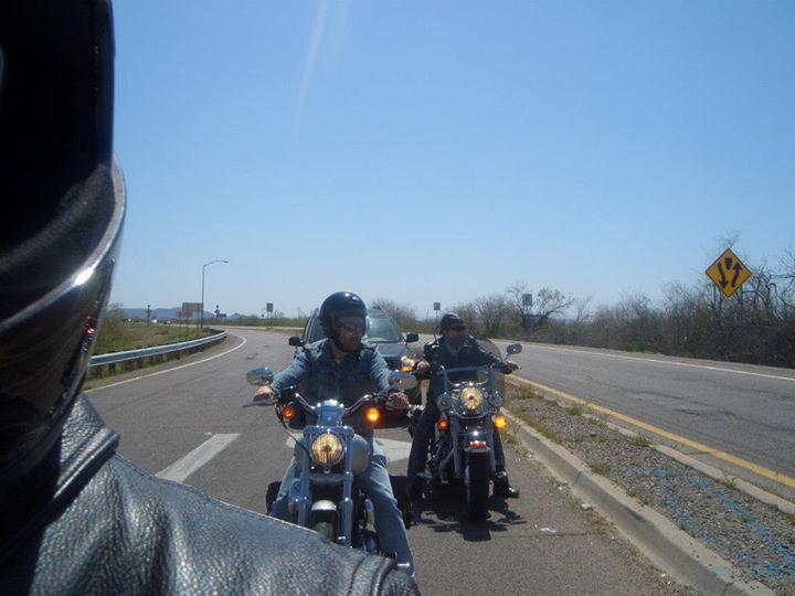 Uma opção no Arizona é pilotar uma Harley por suas belas estradas