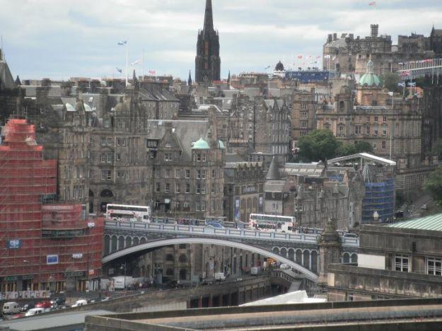 Região central de Edimburgo com suas ruas altas e baixas