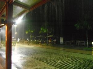 Chuva de 20 minutos com tanta água que daria para encher a Cantareira
