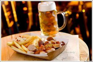 Currywurst e cerveja: das ist Berlin!